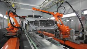 Роботы ABB для нанесения клея, установленные на заводе Volvo
